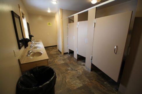 Bunk 5 Lodging Bathroom